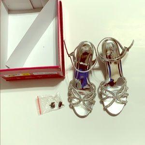 Silver dress heels, size 7.5 EUC